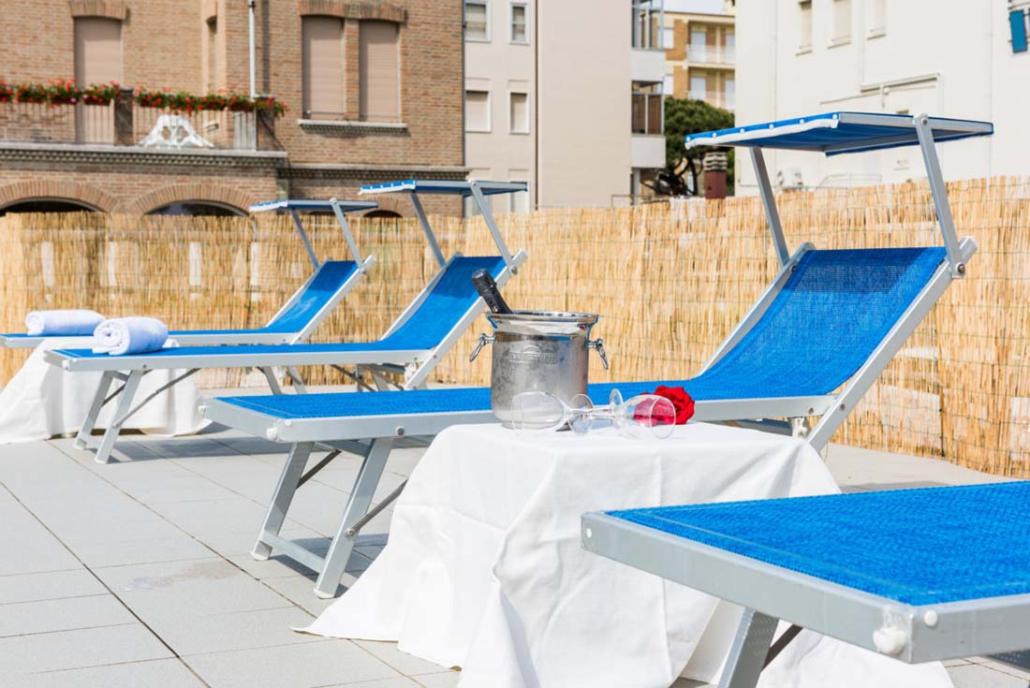 Apertivo in piscina Hotel Stefania
