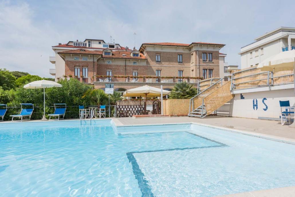 Piscina Hotel a Cesenatico 3 stelle sul mare